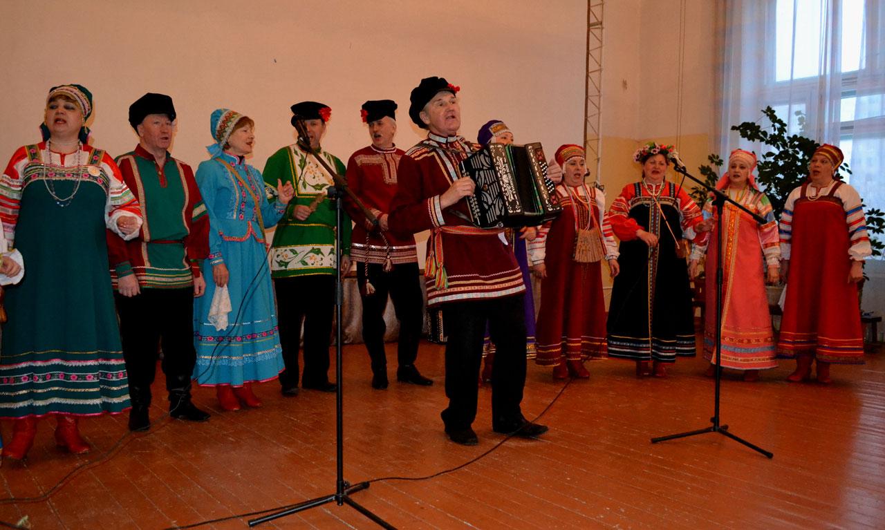 Концерт тальянки в доме престарелых
