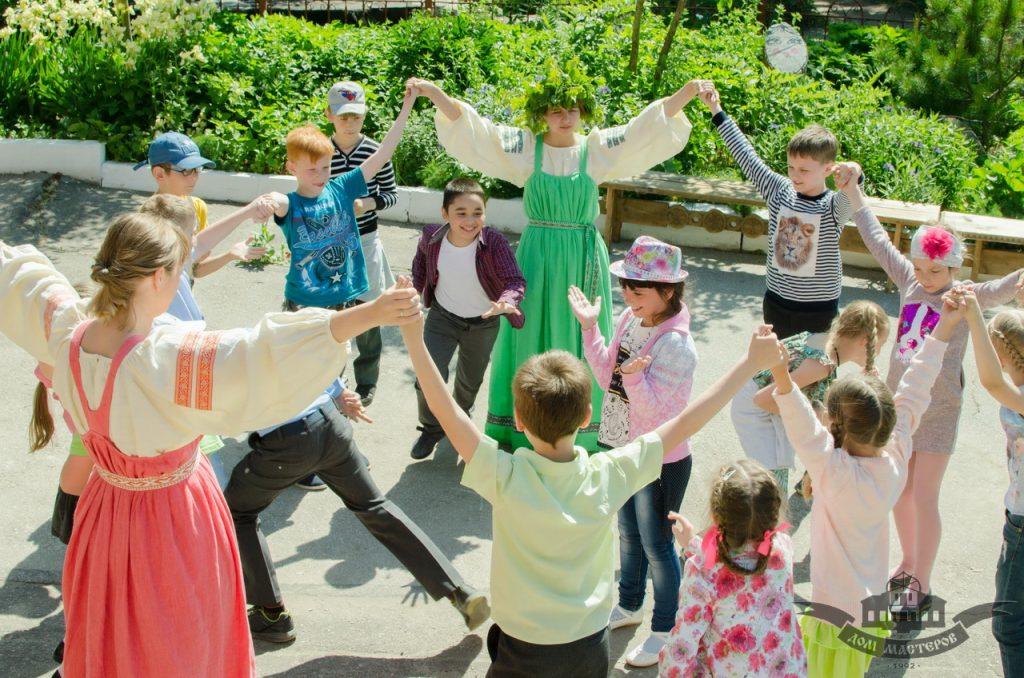 """с 11 по 22 июня приглашаем на музыкально-игровое занятие """"Троицкие забавы""""!"""